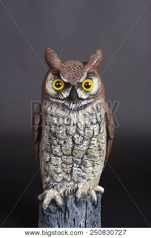 Plastic Great Horned Owl Decoy Used For Scaring Birds Away