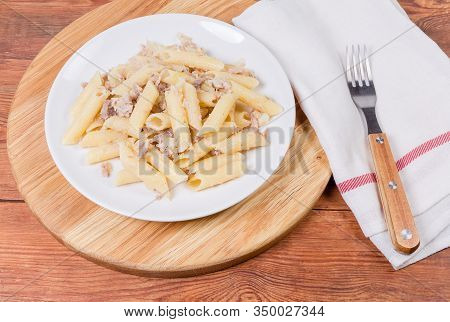 Boiled Cylinder-shaped Pasta Mixed With Stuffing Of Stewed Minced Pork And Fried Onion In Navy-style