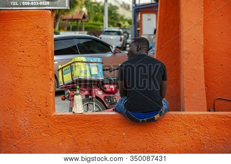 Scene Of Daily Life On The Streets Of Dominicus 15