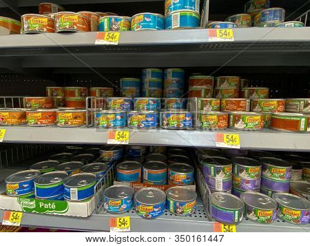 Orlando, Fl/usa-2/6/20:   A Display Of Friskies Cat Food At A Walmart Superstore Ready For Pet Owner