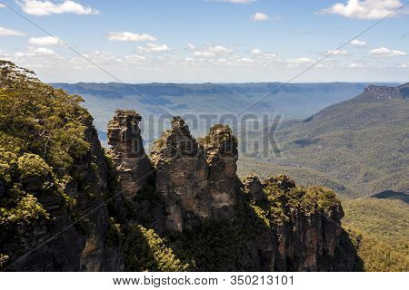 Three Sisters Is The Blue Mountains' Most Impressive Landmark. Located At Echo Point Katoomba, New S