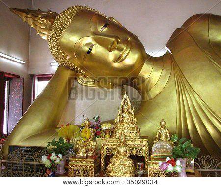 Reclining Buddha image