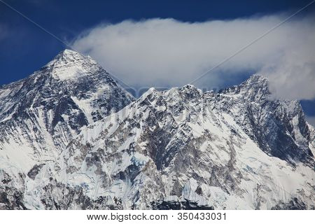 Mount Everest from Kala Patthar, way to mount Everest base camp, khumbu valley, Nepal