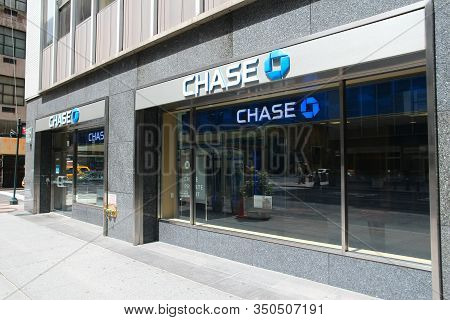 New York, Usa - July 4, 2013: Chase Bank Branch In New York. Jpmorgan Chase Bank Is One Of Big Four