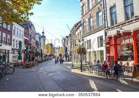 Venlo, Limburg, Netherlands - October 13, 2018: Street With Cafes, Restaurants, And Bars In The Hist