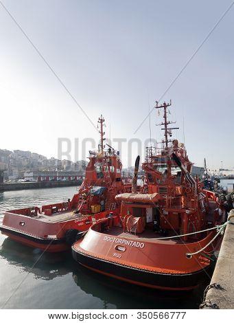 Vigo, Spain - Jan 24, 2020: Tugboats Moored In The Port On January 24, 2020 In Vigo City, Pontevedra