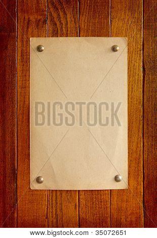 alte retro Stil-Papier auf Holzbrett