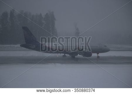 The Plane Lands On The Runway In Conditions Of Poor Visibility. Cloudy Weather At The Airport. Passe