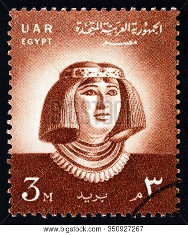 Egypt - Circa 1958: A Stamp Printed In Egypt Shows Princess Nofret Statue, Circa 1958.