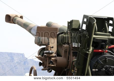 Taking Aim With G5 Howitzer Canon