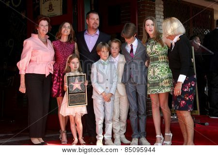 LOS ANGELES - MAR 5: Caroline O'Donnell, Chris O'Donnell, their moms, and children at the Chris O'Donnell Hollywood Walk of Fame Star Ceremony at the Hollywood Blvd on March 5, 2015 in Los Angeles, CA