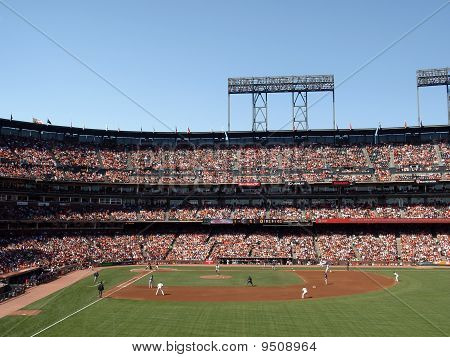 Giants Barry Zito Lifts Leg To Throws Ball With Bases Loaded