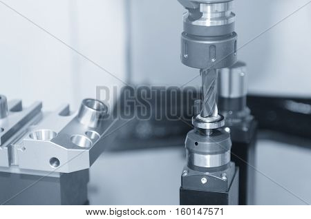 The CNC cutting tool while measure tool length by tool presetter