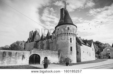 Facade Chateau De Fougeres-sur-bievre