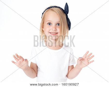 child- portret- girl in a white T-shirt