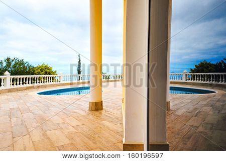 Luxury villa longe with outdoor swimming pool