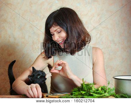 Pretty Houswife Cut Meat Feeding Cat Smile