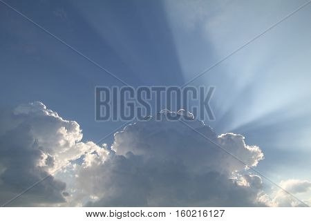 A cloud hid the sun. On the heavens its rays.