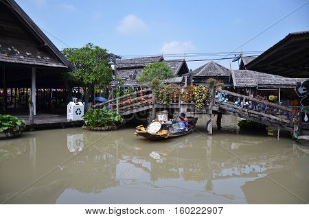 Travel And Shopping In Pattaya Floating Market