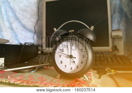 Black Alarm Clock At 5 O'clock, Black Retro Clock, Time Out Finish Working