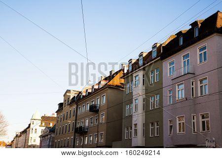 Häuserzeile - Altbauwohnungen in München Hauszeile - Old buildings in Munich