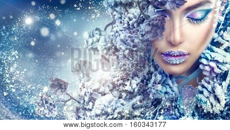 Winter Beauty Woman. Christmas Girl Makeup. Make-up. Beautiful young woman face closeup, winter snow eyelashes and eyeshadow, lips with diamonds.