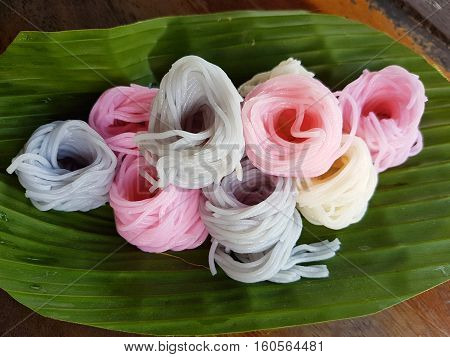 Colorful rice vermicelli on banana leaf. selective focus