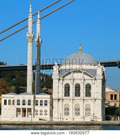 Photo beautiful Mosque Ortakoy in Istanbul on the water