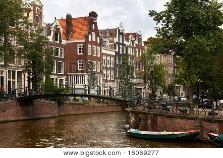 Bikes and boats and 17th century houses in Amsterdam