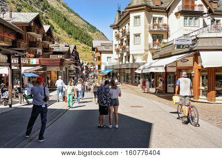 Tourists At Center Of Zermatt