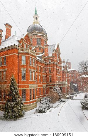 BALTIMORE USA - FEBRUARY 15 2016 : Snowfall at Johns Hopkins Hospital Billings Administration Building.