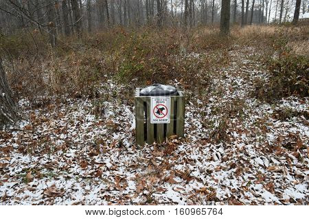 a wintry trash can with instructions on how to use correctly