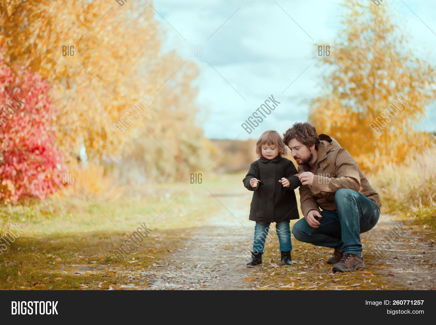 Please opinion Dad with daughter walking opinion not