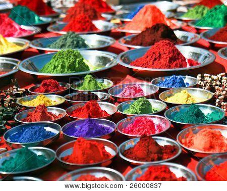 bunte Tika Pulver auf indischen Markt, Indien, Asien