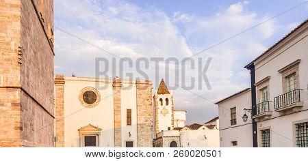 Old Town Of Estremoz (castelo Da Rainha Santa Isabel) With Tres Coroas (three Crowns) Marble Tower A