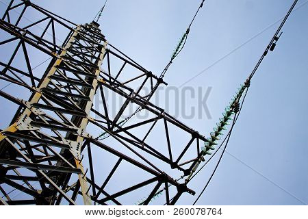 Electric Support Of High Voltage Power Cables