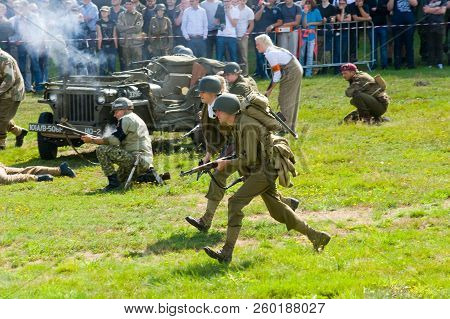 Enschede, The Netherlands - 01 Sept, 2018: Soldiers Fighting And Shooting During A Military Army Sho