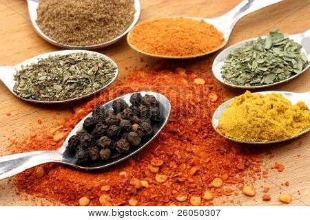 pepper in a spoon with six other spices