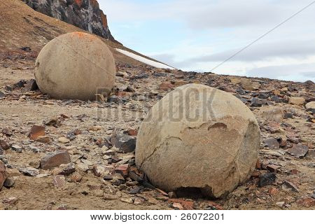 Mysterious boulders and pebbles of Champ Island, Franz Jozef Land - An almost unique phenomenon, even on world scale, are the stone spheres (geodes) of Champ Island