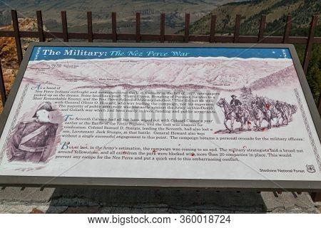 Dead Indian Pass, Wyoming / Usa - July 14, 2014:  A Metal Sign Explaining The Nez Perce War Displaye