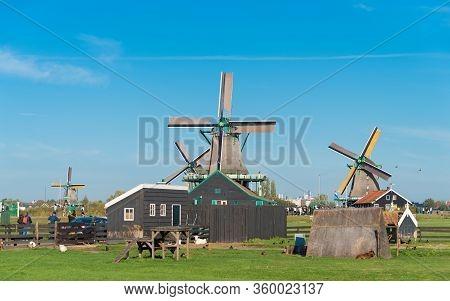 Zaanse Schans, Netherlands - October 13, 2018: Traditional Windmill In The Zaanse Schans, A Neighbor