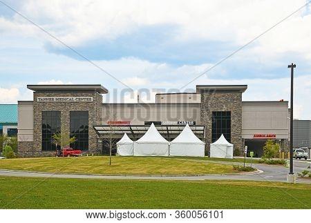 Villa Rica, Ga / Usa - April 6, 2020: Tanner Medical Center In Villa Rica, Ga With Tents Set Up At T