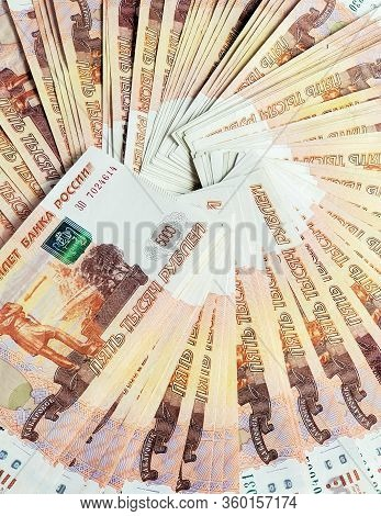 Russian Banknotes Of 5000 Rubles On A White Background. Money Is Lying In A Circle Close-up.