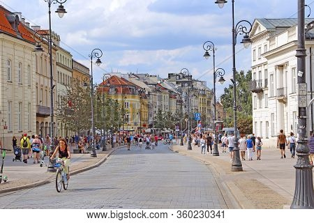 Warsaw / Poland. 27 July 2019: Busy Street With Pedestrians And Cyclists In Warsaw. Beautiful Urban