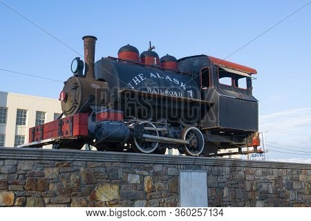 Anchorage, Alaska, Usa - Sep. 16, 2019: Antique Steam Locomotive In Front Of Anchorage Depot In Down
