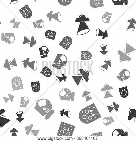Set Ufo Flying Spaceship, Alien, Ufo Flying Spaceship And Astronaut Helmet On Seamless Pattern. Vect