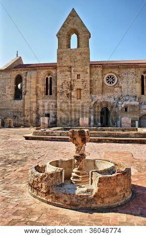 Fonte Do Claustro De Santa Clara-a-velha