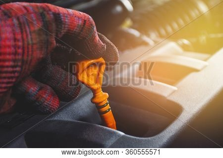 Mechanics Hand Hold Dipstick Oil Level Gauge With Orange Color For Checking Engine Oil Level Of Engi