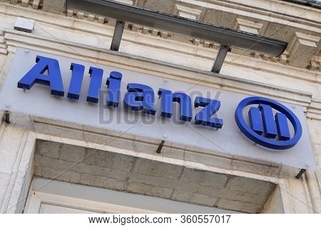 Bordeaux , Aquitaine / France - 11 13 2019 : Allianz Logo Insurance Sign Store Office Brand Financia