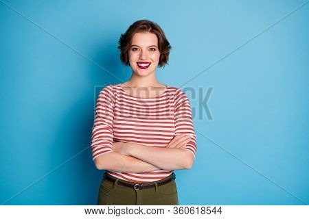 Photo Of Beautiful Lady Self-confident Worker Hands Crossed Toothy Beaming Smile Short Bob Hairdo We